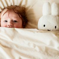Ребенок не хочет спать сам. Как быть?