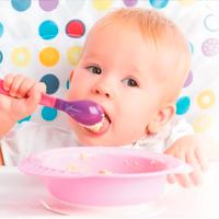 Как научить ребенка есть из ложки?