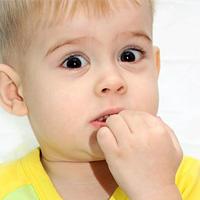 Почему ребенок грызет ногти на руках
